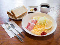 *朝食(一例)洋食メニューをご用意。朝の5時からお召し上がり頂けます。