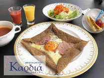 【ご朝食】ミコノスリゾート・三浦のオリジナルガレットを召し上がれ