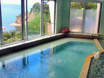 *【大浴場】男湯・女湯ともに、尖閣湾を一望できる絶景の眺めです!