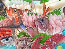 *【活き造りプラン】ブリ、鯛、ヒラメなど、季節ごとに旬の魚をご提供。時には主人自らが漁で獲った魚も!