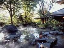 季節の移り変わりをゆったりと感じられる大露天風呂