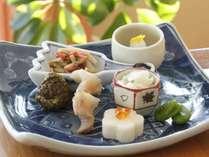 毎月変わるお献立は、季節の「美味しい」を厳選した伝統的な懐石料理をご用意しております。