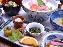 *お夕食一例/旬の恵みをたっぷり味わえる、山里ならではの味わい深い郷土料理をお楽しみください。