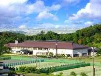 50万坪の広大な敷地に、ホテル・スポーツ施設などの環境が充実しております。