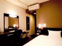 ◆◇コンフォートシングル◇◆高層階のお部屋・加湿器・ズボンプレサー完備。セミダブルベットです♪