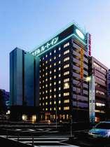 ◆◇夜の外観◇◆佐賀駅南口より徒歩1分と正面にあります♪夜は緑のネオンが目印です♪