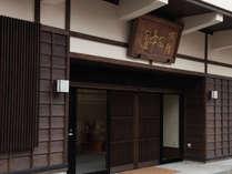 *【外観】玄関を入ると達磨大師のお姿が道中の疲れを労うようにお迎えします。