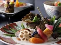 【早割60】【夕食グレードアッププラン】特選・季節の懐石料理を楽しむ(夕朝食付)