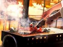 夏期限定 炭火焼ディナー天気の良い日はシェフが中庭でメインの食材を焼き上げます!