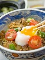 【青葉】の温たまらん丼。指宿駅横にある郷土料理屋さんです。
