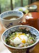 【長寿庵】の温たまらん丼。指宿駅裏のオシャレな和食屋さんです。