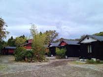 【外観】鹿児島の黒を基調とした全棟離れの和風コテージです