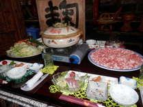 鹿児島産六白黒豚のしゃぶしゃぶです。お刺身・小鉢はその日によって変わります。