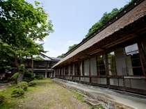 【夏】客室 梅の間外観と中庭