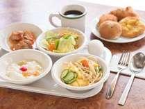 人気の朝食サービスは日替わりのメニューです♪