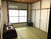 6畳和室(個室)冷暖房完備。新畳の気持ち良いお部屋です。