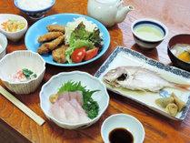 *【夕食一例】女将手作りのボリューム&栄養満点の家庭料理。