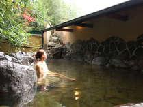 【貸切露天風呂①】チェックインから22時半まで貸切可能です。