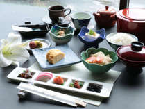 【朝食一例】朝食は和定食となっております。※季節によりお料理内容が変更される場合がございます。
