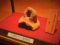 【出土遺物】遺跡の上に建つ当館では、古墳時代の飯蛸壺が発見されました!