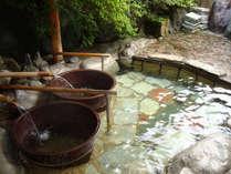 貸切露天風呂・お風呂の中に、昔懐かしい五右衛門風呂が二つ。