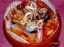 魚介類いっぱいのスペイン風ブイヤベース