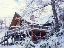 クリスマス頃・雪のパインハウス