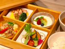 【朝食】・大和野菜や地元食材をふんだんに使った朝食