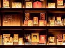 約5,000冊の本のコレクション