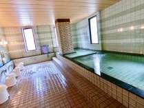 1階にある広々とした大浴場です。