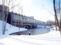 雪に囲まれたホテル