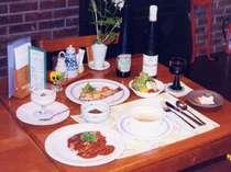 地元の食材を使った洋風家庭料理。ワインをお供に