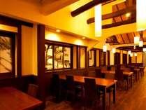 町屋ダイニング 天井が高く、全席窓に面しており開放感がある空間でお食事が楽しめます。