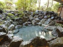 澄んだ空気の中で四季を感じる露天風呂