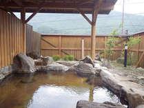 *【露天風呂】開放的な露天風呂で温泉浴を満喫。