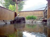 *【露天風呂】かけ流しの温泉につかって、疲れを癒しましょう。