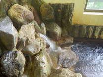 *【湯口】自家源泉100%!贅沢にかけ流したお湯で疲れを癒す。