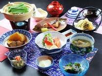 【基本コース】コラーゲンたっぷり!鶏白湯鍋やこだわりの逸品をお出しします。(※メニューは一例です)