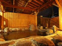 【男性 露天風呂】開放感のある露天風呂。季節の風を肌で感じながら・・・