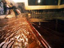 お風呂は源泉かけ流し!湯船からあふれる本物の温泉 ドバドバ~♪