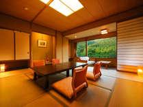 客室「花かんむり」14帖 ※「庭園と山々が望めてとても寛げる」と評判のお部屋です.