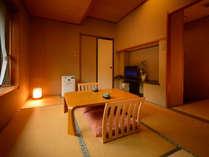 客室「花かんむり6帖」 ※景色は楽しめませんが、リーズナブルにご利用いただけるお部屋です。