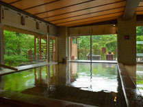 【森の湯「内湯」】※広々としたお風呂から豊沢川を奥に眺める森の景色が魅力です