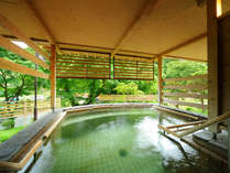 【南部の湯 立湯露天風呂「満天の湯・星」】※男性入浴時間の水深 1m30cm、女性入浴時間の水深 1m
