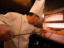 石窯で焼き立てを提供しております調理長特製「ふわふわ フレンチトースト」が朝食メニュー一番人気!