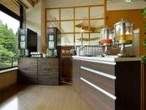 【カフェラウンジ】※挽きたてコーヒーなど無料サービス!お部屋やお車にお持ち帰りいただけます