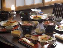【「かまどダイニング」お料理例】※テーブルのお膳料理の他、ハーフバイキング料理をどうぞ♪