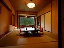 客室「月かんむり12畳」※山々の景色が自慢のお部屋でリピーター様に人気のお部屋です