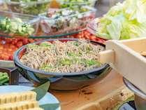 【お食事】郷土料理や高原野菜など地元の食材をふんだんに使ったホテルビュッフェ
