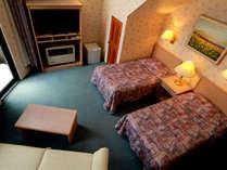【客室】コネクティングルームは2つのお部屋が内側のドアでつながっており廊下に出ずに行き来できます。